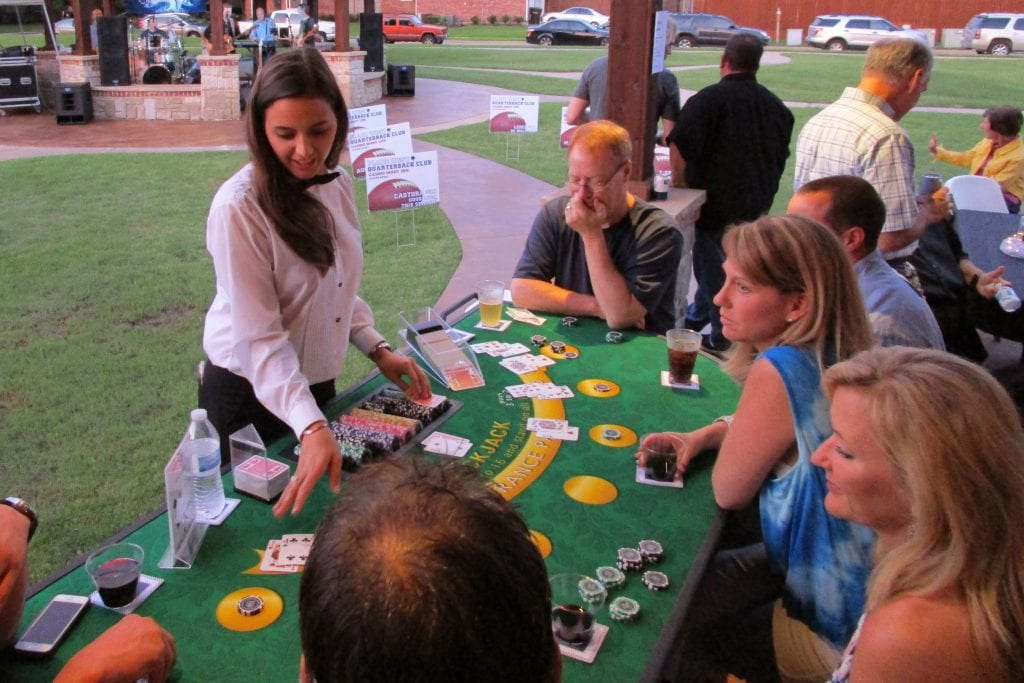 outside blackjack, people playing blackjack outside