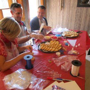 cookie festoon 4, people decorating cookies